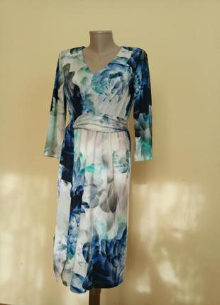 Красивое трикотажное платье красивая расцветка
