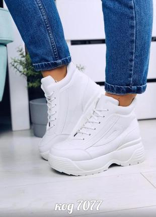 Белые высокие кроссовки из эко-кожи