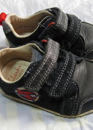 Детские кожаные кроссовки clarks англия размер 20 (3h) стелька...