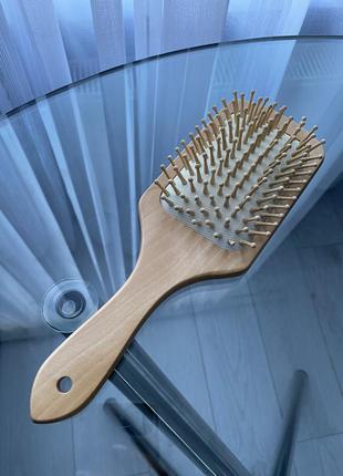 Деревянная щетка расчёска