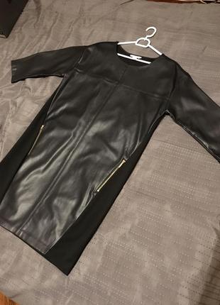 Стильное платье чёрное эко кожа ostin