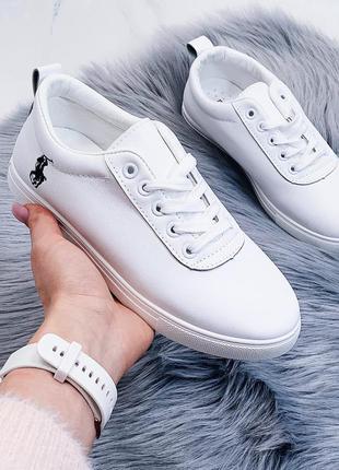 Белые кроссовки, стильные белые кеды