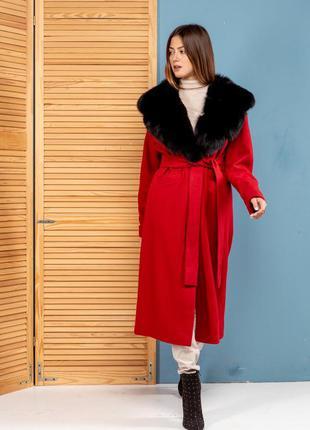 Яркое пальто с мехом песца насыщенного красного цвета!ткань к...