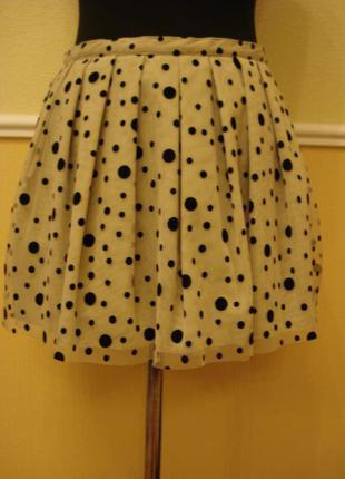 Летняя короткая пышная юбка в горошек.