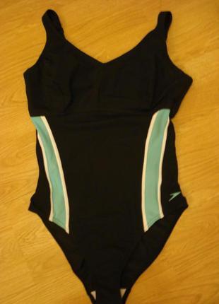 Сдельный спортивный купальник