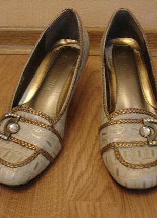 Весенние кожаные туфли лодочки на каблуке