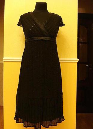 Маленькое черное коктейльное шифоновое платье с паетками