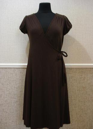 Трикотажное облегающее платье с запахом без рукавов