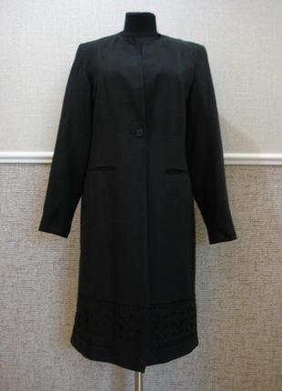 Удлиненный приталенный пиджак с вышивкой