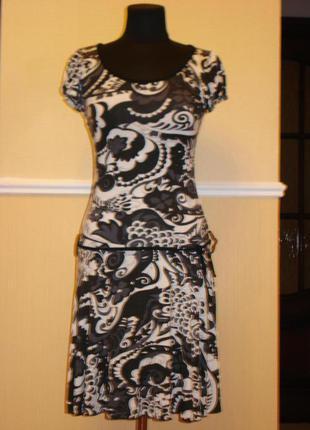 Трикотажное летнее платье трапеция с принтом
