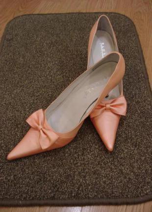 Классические туфли лодочки на каблуке вечерние туфли