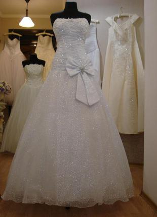 Белое пышное свадебное платье платье с заниженной талией разм....