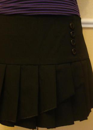 Черная юбка в складку с воланами