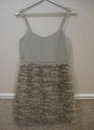 Маленькое нарядное платье футляр с открытыми плечами