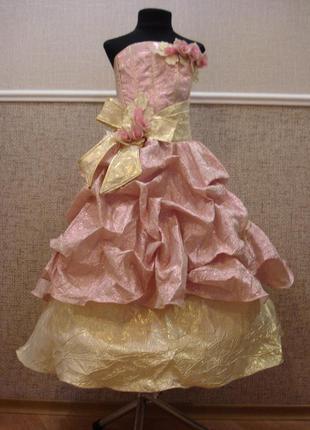Нарядное праздничное платье из парчи для девочки
