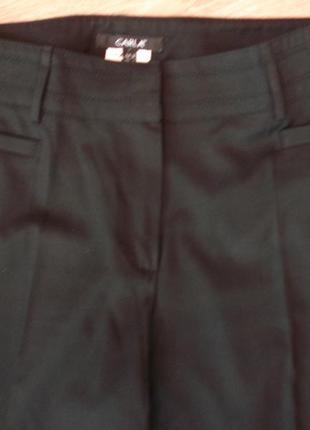 Классические черные брюки зауженные к низу