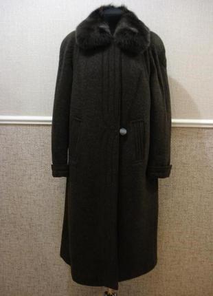 Белорусское зимнее пальто с меховым воротником и шапкой большо...