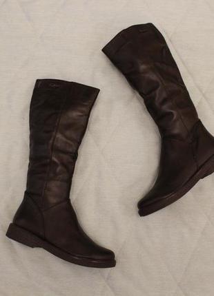 Зимние кожаные сапоги, сапожки 38 размера на низком ходу