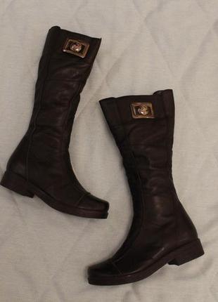 Зимние кожаные сапоги, сапожки 37 размера на низком ходу