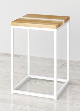 Приліжковий стіл Harts з натурального дерева та епоксидної смоли