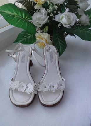 Босоножки белые на толстом каблуке р.37