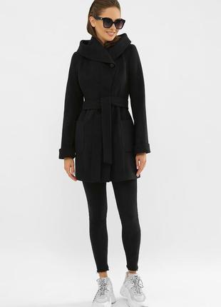 Черное шерстяное пальто с капюшоном