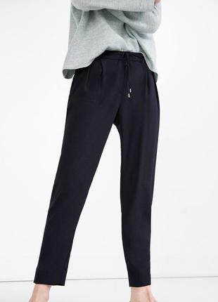 Легкие брюки на резинке из жатой ткани