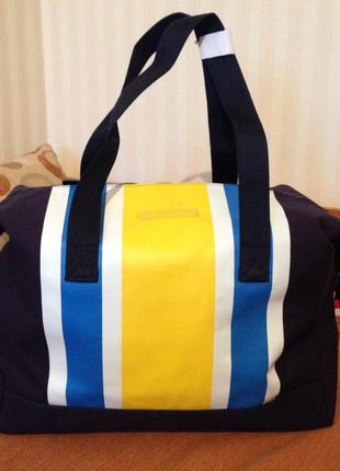 Яркая сумка-викендер tommy hilfiger. оригинал.