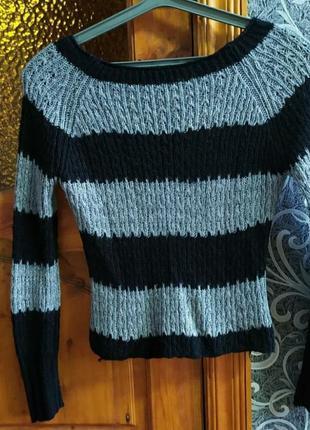 Укорочерый свитер