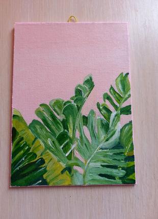 Карина с тропическими листьями