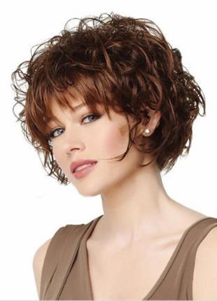 Эффектный каштановый парик с эффектом мокрой завивки.  скидка ...