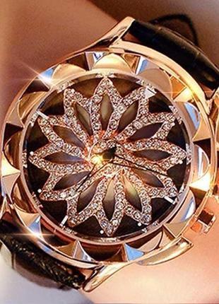 Часы женские наручные, циферблат - цветок-снежинка