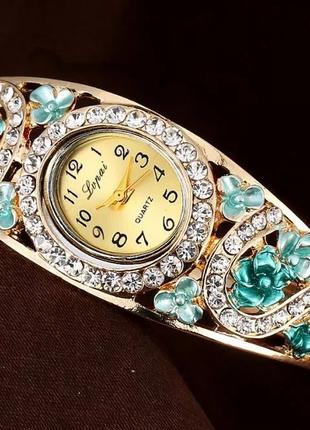 Оригинальные часы женские на браслете шикарный подарок !