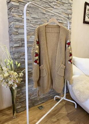 Кардиган крупной вязки с вышивкой