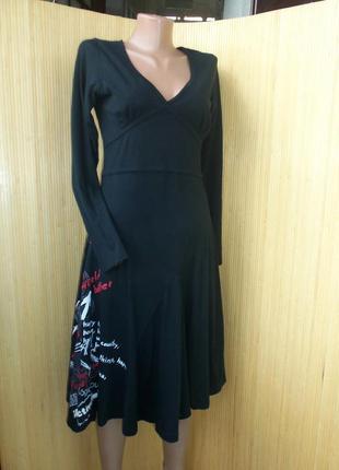 Трикотажное чёрное летнее платье с приинтом и вышивкой happy ever
