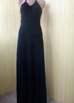 Трикотажное чёрное вечернее платье макси под грудь с открытой спи