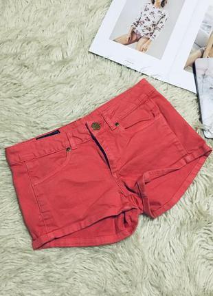 Коралловые джинсовые шорты