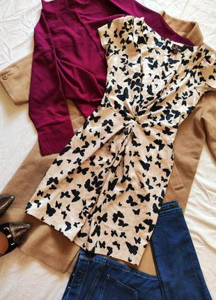 Платье бежевое с чёрными бабочками новое с бирками на поясе yumi