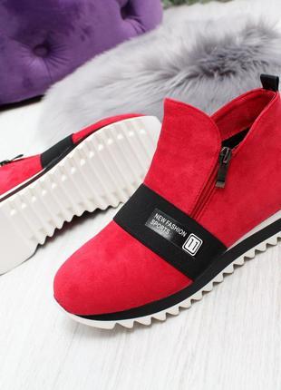 Стильные красные ботиночки