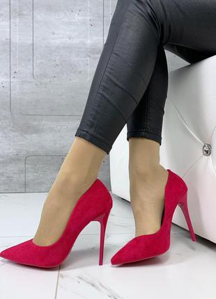 Шикарные туфли на шпильке цвета фуксия