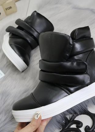 Новые шикарные женские весенние  черные ботинки сникерсы