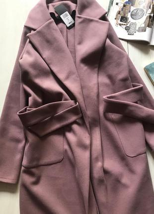 Розовое шерстяное пальто под пояс