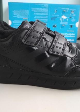 Кроссовки adidas р.31 оригинал.