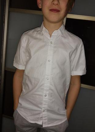 Рубашка белоснежная с короткими рукавами на 9-11лет