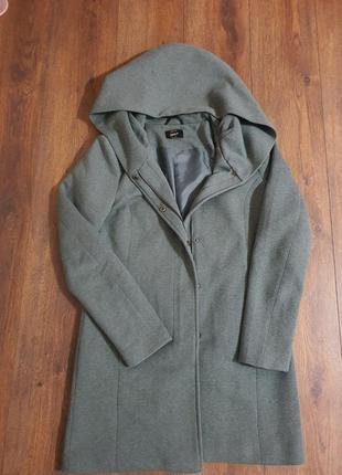 Женское пальто размер 42