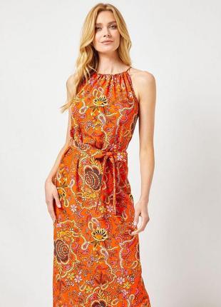 Оригинальное приталенное платье с разрезами 18/52-54 размера