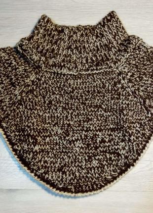Манишка-шарф ручного вязания.