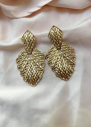 Крупные нарядные фактурные серьги zara золотого цвета