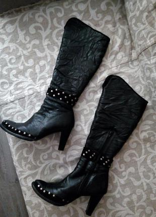 Кожаные зимние тёплые сапоги с заклёпками на каблуке