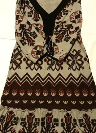 Платье трикотажное с оборкой
